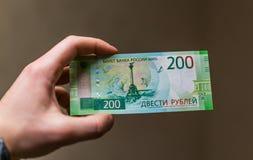 Alguma moeda do russo, incluindo as 200 e 2000 contas novas do rublo Imagens de Stock Royalty Free