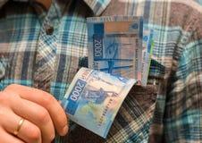 Alguma moeda do russo, incluindo as 200 e 2000 contas novas do rublo Imagem de Stock