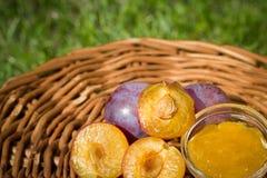 Algumas ameixas com um doce na tabela de madeira Imagem de Stock Royalty Free