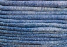 Algumas calças de brim dobradas fotos de stock