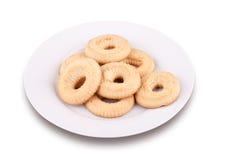 Algumas cookies do chá em uma placa Fotos de Stock Royalty Free