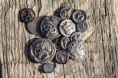algumas moedas antigas do metal grego Imagens de Stock