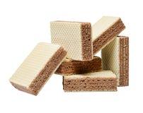 Algumas telhas do waffle encontram-se em uma confusão caótica Fundo isolado branco Close-up fotografia de stock