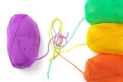 Algunas bolas del hilo brillante colorido Imagen de archivo