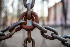 Algunas cadenas ligadas juntas imagen de archivo libre de regalías