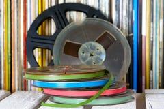 Algunas cintas registrables contra la perspectiva de las cubiertas de registro Fotos de archivo