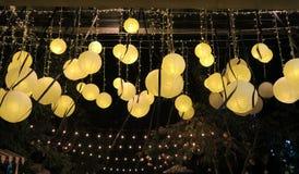 Algunas luces brillantes en la noche oscura Imagen de archivo libre de regalías