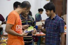 Algunas máscaras que aúllan de la gente para celebrar Año Nuevo bengalí próximo Foto de archivo