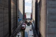 Algunas naves han superado 38 metros en el alzamiento de una nave gigantesca imagen de archivo