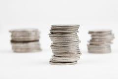 Algunas pilas de monedas Fotos de archivo libres de regalías