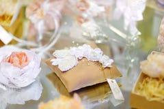 Algunos accesorios hermosos de la boda Fotos de archivo libres de regalías