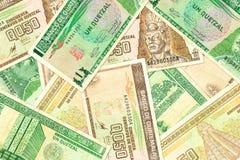 Algunos billetes de banco guatemaltecos del quetzal imágenes de archivo libres de regalías