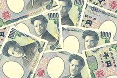 Algunos billetes de banco de los yenes japoneses imagen de archivo