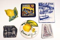 Algunos imanes de cerámica en el refrigerador foto de archivo libre de regalías