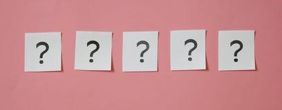 Algunos signos de interrogación imagenes de archivo