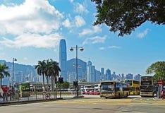 Alguns ônibus na estação de ônibus na estrada de Salisbúria em Tsim Sha Tsui, Hong Kong fotografia de stock royalty free