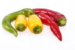 Alguns vegetais da pimenta de pimentão isolados no fundo branco Fotografia de Stock