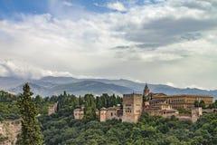 Alhambra - νεφελώδης ουρανός και φως του ήλιου στοκ φωτογραφία με δικαίωμα ελεύθερης χρήσης