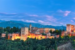 Alhambra am Abend in Granada, Andalusien, Spanien Lizenzfreie Stockbilder