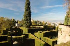 alhambra arbeta i trädgården generalife arkivbilder