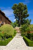 alhambra arbeta i trädgården granada spain arkivbild