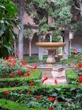 alhambra borggårdträdgård Arkivfoto