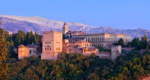 Alhambra de Granada, panoramique au coucher du soleil Image stock