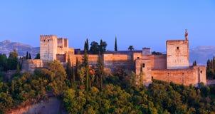 Alhambra de Granada, panoramique au coucher du soleil Images libres de droits