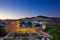Alhambra e Granada na noite, Spain Foto de Stock