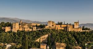 Alhambra Fortress Complex View i eftermiddagljus royaltyfri foto