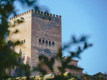 Alhambra Granada detalj av det huvudsakliga tornet royaltyfria foton