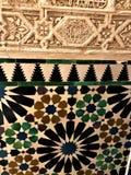 Alhambra in Granada, gedetailleerde decoratie en art. stock afbeeldingen