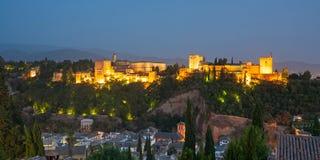 Alhambra in Granada van Albaicin bij nacht Stock Afbeelding