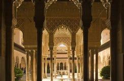 alhambra kolonner royaltyfri foto