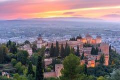 Alhambra no por do sol em Granada, a Andaluzia, Espanha Imagem de Stock