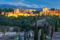 Alhambra no por do sol em Granada, a Andaluzia, Espanha Fotos de Stock Royalty Free