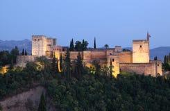 Alhambra på skymningen. Granada Spanien royaltyfria bilder