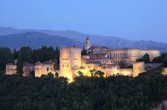 Alhambra på skymningen. Granada Spanien royaltyfria foton