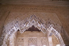 Alhambra Palace bågedetaljer i Granada, Spanien Royaltyfri Foto
