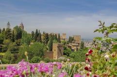 Alhambra Palace et fleurs Photographie stock libre de droits