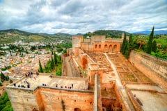 Alhambra Palace och Albaicin grannskap från luften, Spanien royaltyfri bild