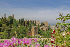 Alhambra Palace y flores Fotografía de archivo libre de regalías