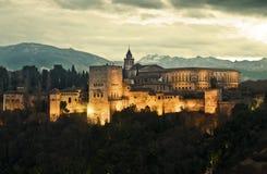 Alhambra-Palast an der Dämmerung Lizenzfreie Stockfotografie