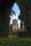Alhambra-Palast gesehen von den Alhambra-Gärten Stockfotografie