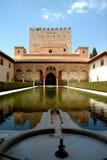 Alhambra paleis en waterfountain stock foto's