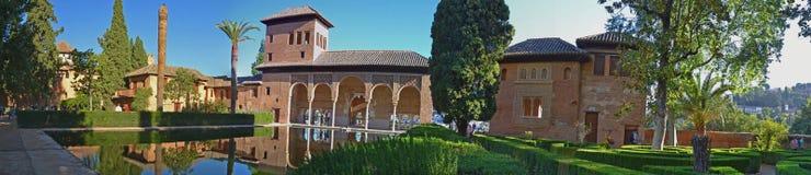 Alhambra Paleis - Partal tuinenpanorama; Spanje royalty-vrije stock afbeelding