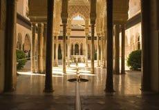 Alhambra-Spalten und Fußboden Lizenzfreie Stockfotos