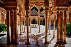 alhambra stadsborggård granada spain Royaltyfri Bild