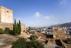 Alhambra Towers und Albaicin-Bezirk Lizenzfreies Stockfoto