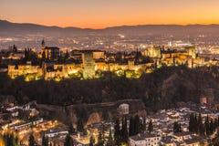 Alhambra von Granada bis zum Nacht stockfoto
